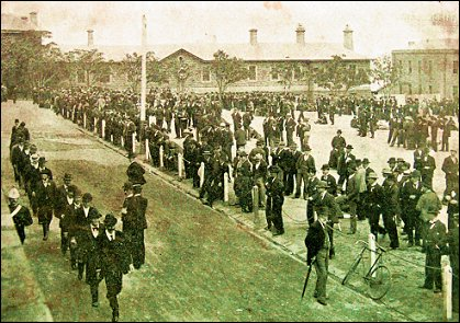 1900 men enlisting at victoria barracks for the 4th imperial bushmen regiment
