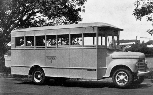 -International_K_series_bus_in_Brisbane,_1943
