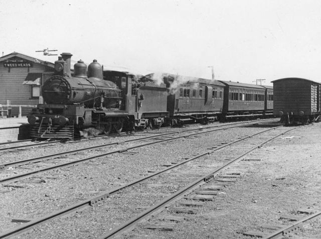 800px-StateLibQld Southport_train_at_Tweed_Heads_Railway_Station,_1940