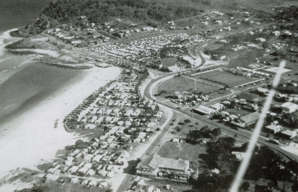 burleigh heads 1950 showing camping on the foreshore